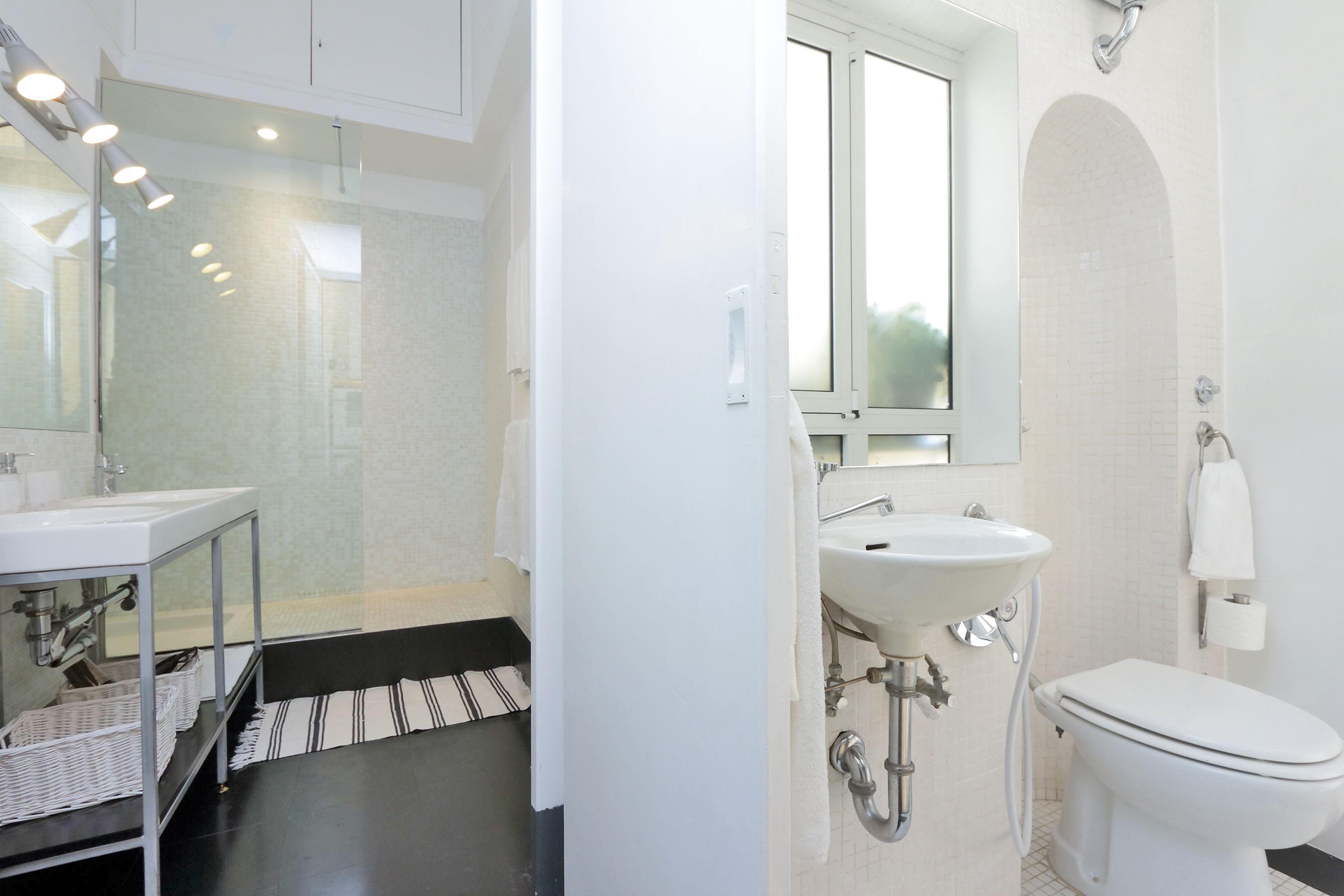 11-L1- second bathroom