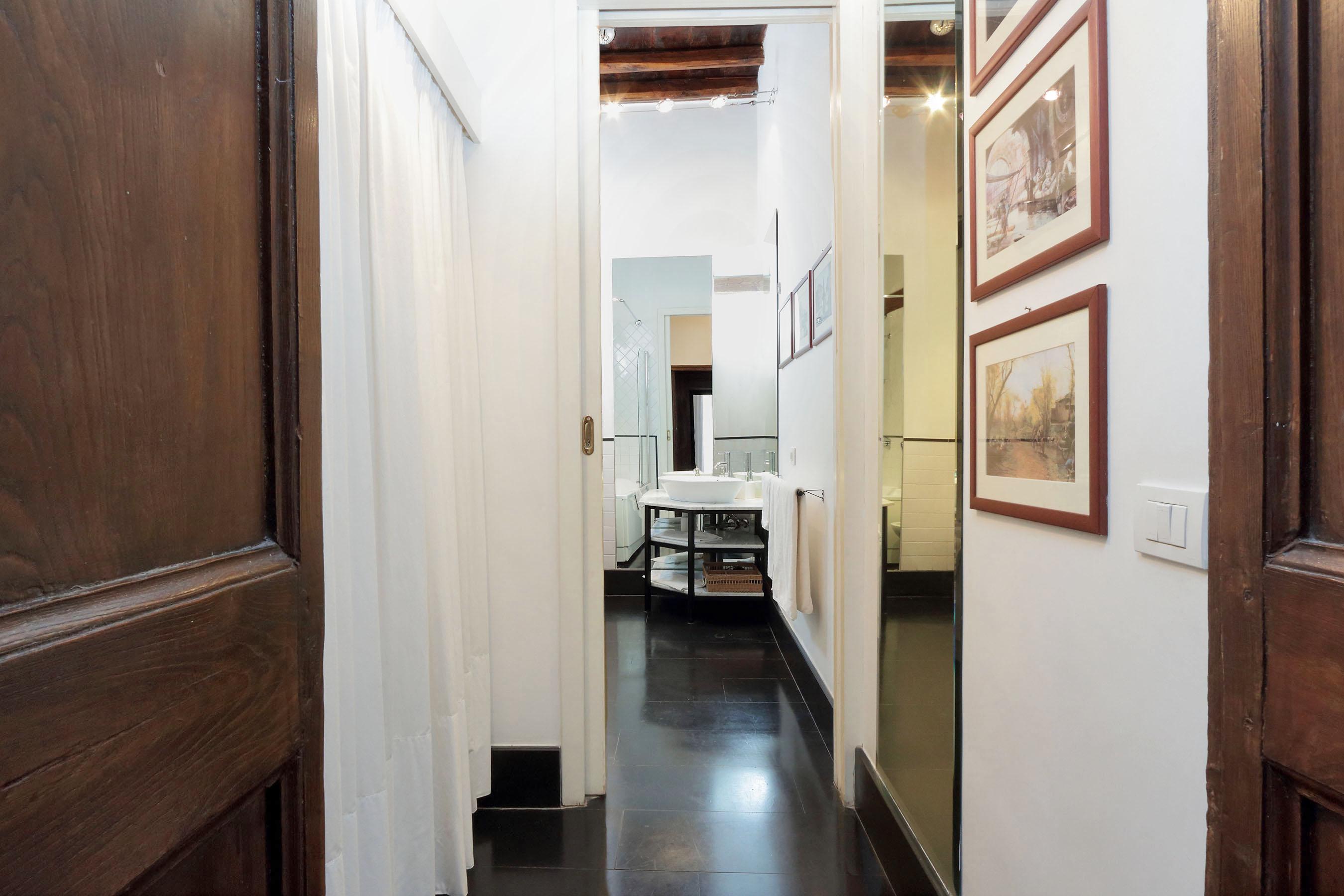 11-L3-first closet and bathroom en souite
