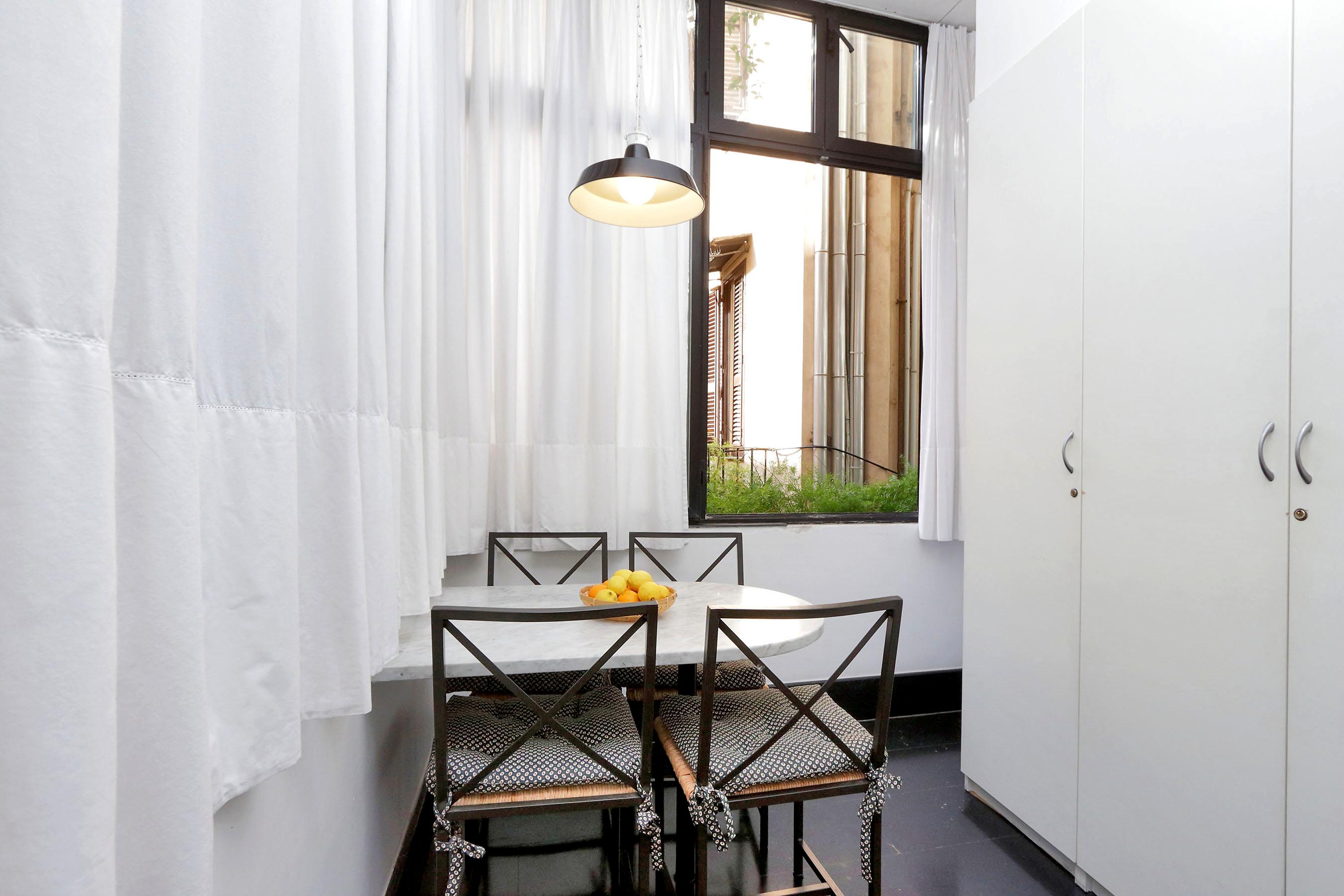 7-L2-breakfast area